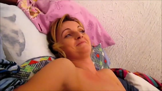 Дружок Симпотной Блондинки Дрючит Меломанку На Кровати В Ее Квартире